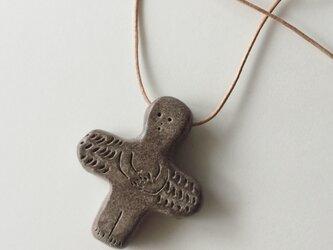 陶土の天使ペンダントトップの画像