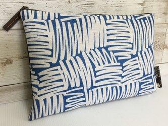 バッグインバッグ クラッチバッグ ブルーの幾何柄の画像