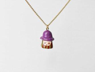 金ラメむらさき帽子のひとネックレスの画像