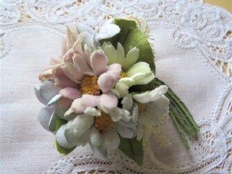 シャビーな野の花コサージュ.bの画像