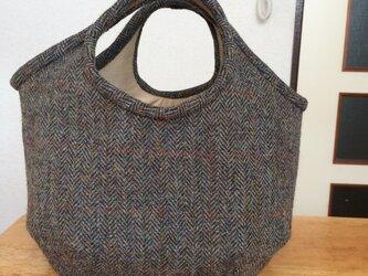 ツイード地のコロンとしたバッグの画像
