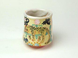 花と虎の白い湯飲み/白い器/陶器/色絵/カップ/可愛い動物の器/ 陶芸家が作る愉しい器の画像