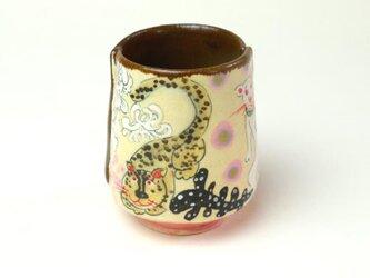 みんな仲良く、花と猫と虎の湯飲み/ 陶器/ カップ/ 色絵/ 陶芸家が作るユニークな器の画像