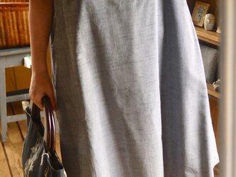 正絹グレー縞反物からVネックワンピースの画像