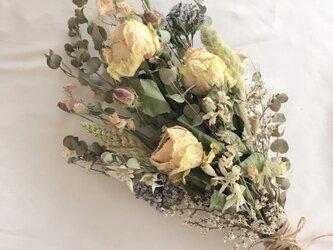 バラとユーカリのブーケ・スワッグ ※ラッピングは別途購入お願いしますの画像