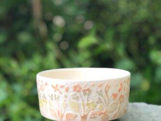 掻き落とし抹茶碗 — 花鳥文の画像