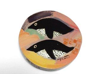 漆ブローチ「penguin」(橙)の画像