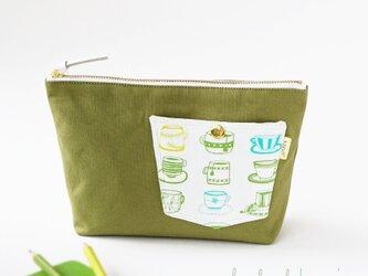 デザイナーズ生地でティーカップ柄ポケットのマチ付きポーチ・本革使用(うぐいす色の帆布)の画像