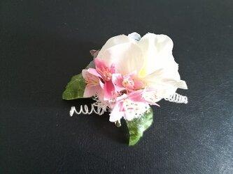 <星の形をしたお花のブーケブローチ>の画像