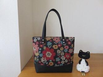 大きめお出かけトートバッグ ブラック&花柄の画像