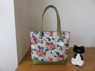 大きめお出かけトートバッグ グリーン&花柄の画像