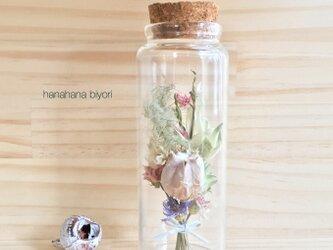 《送料無料》白いフーセンポピーのミニミニブーケの小瓶の画像