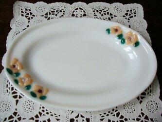 ガラスの楕円皿 小花の画像