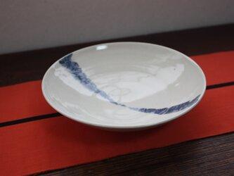 呉須の竹とんぼ模様の皿の画像