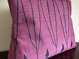 抽象幾何学模様の紬帯の手提げの画像