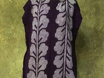 紫の絞りのトップスの画像