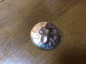 銅の丸ブローチ V01の画像