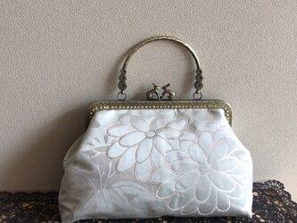 がまぐちバッグ・銀箔に淡いペパーミントグリーン花柄・うさぎさん金具の画像