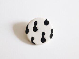 磁器ブローチ・丸 ヒョウタン ブラックの画像
