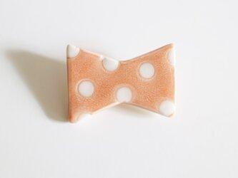 磁器ブローチ リボン ドット ピンクの画像