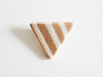 磁器ブローチ 三角 しま ベージュの画像