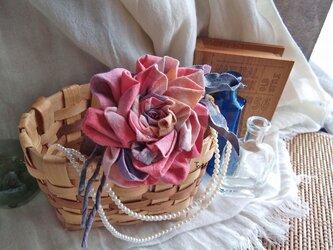 染め布ドレープのバラ コサージュ YGrの画像