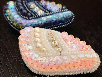 貝型ブローチ*ピンク*オートクチュール刺繍の画像