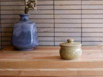 1600年創業 13代目職人 加藤さんのつくる甕(かめ)1合・ベージュ(蓋物・漬物入れ・調味料入れ)梅干し約7個ほど入りますの画像