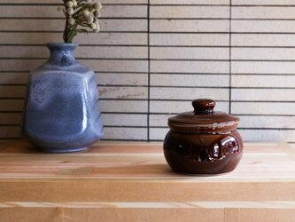 1600年創業 13代目職人 加藤さんのつくる甕(かめ)2合・飴茶(漬物入れ・調味料入れ)梅干し約15個ほど入りますの画像