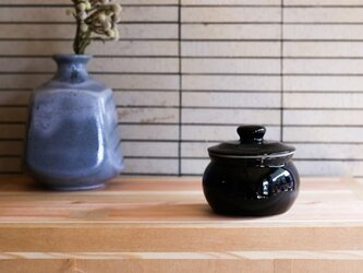 1600年創業 13代目職人 加藤さんのつくる甕(かめ)2合・黒(漬物入れ・調味料入れ)梅干し約15個ほど入りますの画像