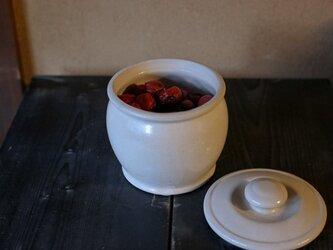 1600年創業 13代目職人 加藤さんのつくる甕(かめ)6合・白(味噌入れ・少量のぬか漬け)お味噌約1キロほど入りますの画像