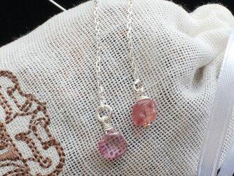 LeJ(ルジィ) ピンクスピネルとピンクトパーズのチェーンピアスの画像
