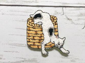 手刺繍浮世絵ブローチ*歌川国芳「猫飼好五十三疋・鳴海」の猫の画像