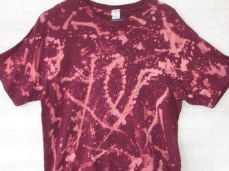 タイダイ染め 濃い紅色の男女兼用Tシャツの画像