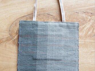 A4ファイルが入る、ブルーグレーのフラットバッグ(内側にポケットあり)② 木綿・裂き織り の画像