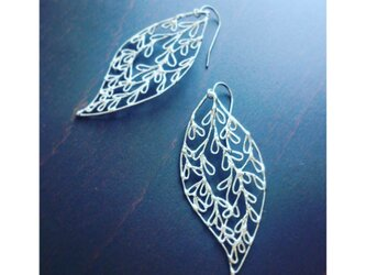 leaf : L シルバーピアスの画像