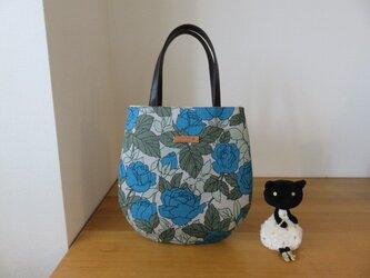 YUWA変わり織青バラ柄生地のたまご型トートバッグ 本革持ち手の画像