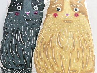 手染め 猫さんクッション(クリームさん)の画像