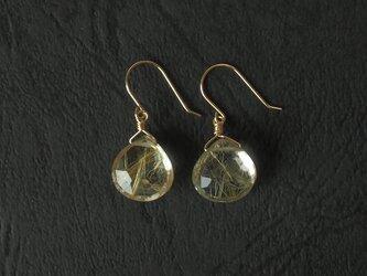 ゴールドルチルの耳飾りの画像