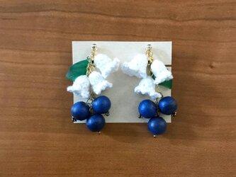 ブルーベリーの花のイヤリングの画像