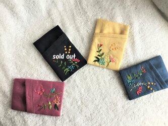 花刺繍のカードケース・4色展開の画像