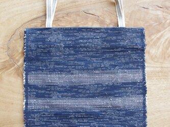 A4ファイルが入る、紺色のフラットバッグ(内側にポケットあり)① 木綿・裂き織り の画像