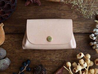 ヌメ革の小さい財布の画像