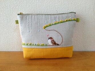 手刺繍ポーチ アマヤドリ雀の画像