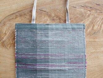 A4ファイルが入る、ブルーグレーのフラットバッグ(内側にポケットあり)① 木綿・裂き織り の画像