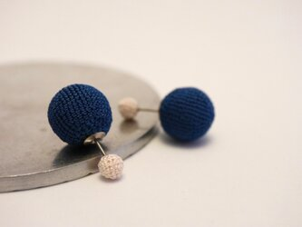 【Dots】大粒小粒の2wayピアス [絹] [両耳用] [Φ5+Φ14]の画像