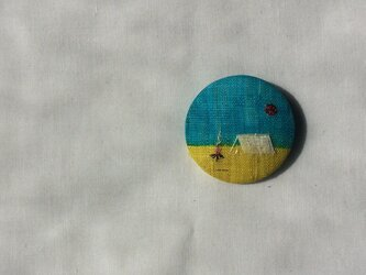染色と刺しゅう 布ブローチ 「camp」の画像