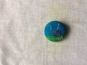 染色と刺しゅう 布ブローチ 「blue moon」の画像