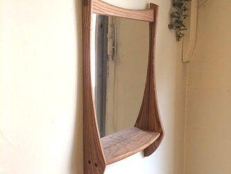 小さな棚付き 掛け鏡の画像