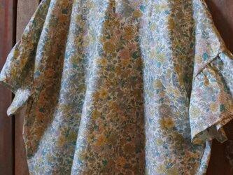 リバティフリル袖ブラウス 花柄の画像